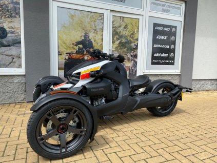 2019 Spyder S STD M 2 3 4 front Europe jpg