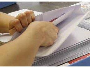 Kompletace letáků, propisovaček, plnění do obálek a odesílání poštou