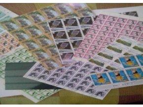 Výroba balíčků se známkami