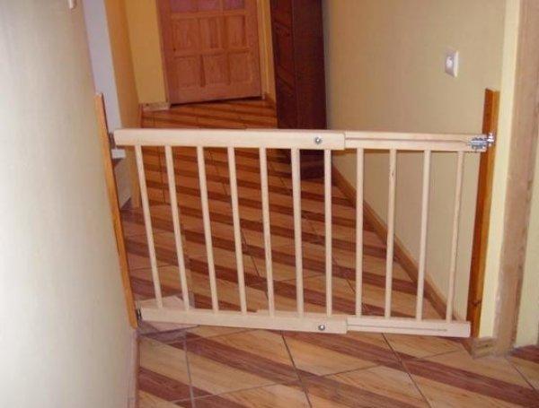 Zábrana na dveře, schody Šířka zábrany: 102-160 cm, Výška zábrany: 82 cm