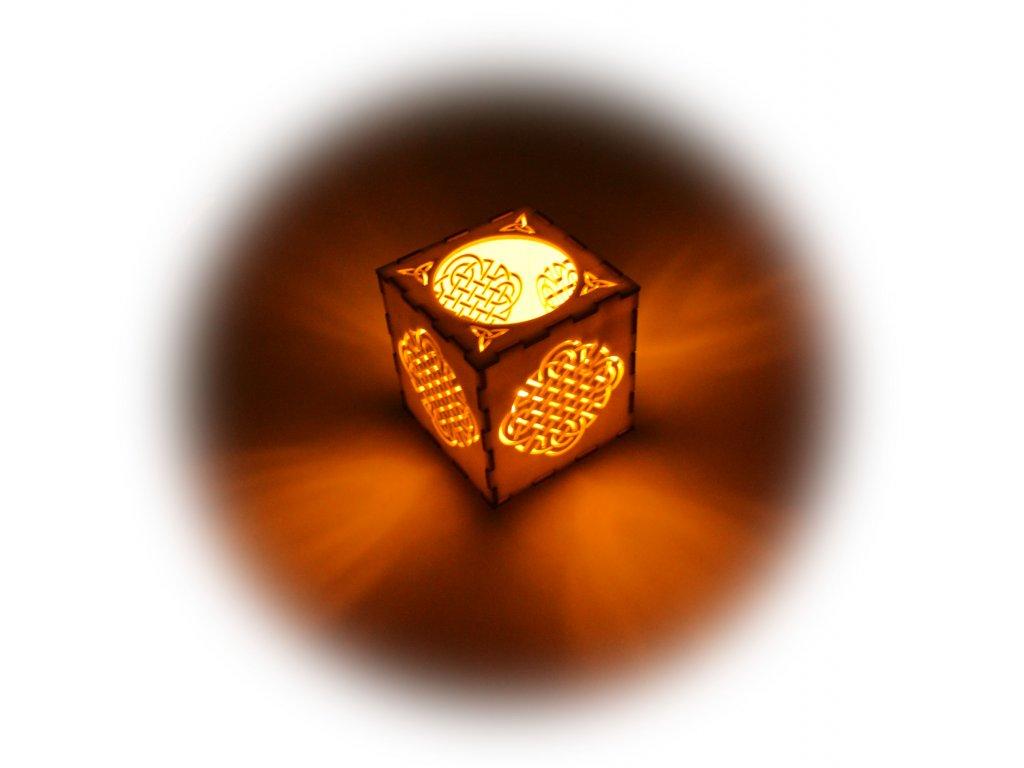 Svícen s LED svíčkou