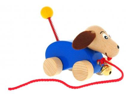Tahací hračka ze dřeva Pes s rolničkou Beda