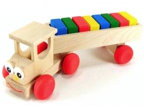 Veselý tahač hračka ze dřeva