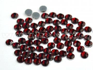 hot-fix skleněné nažehlovací kameny na textil barva 102 Siam tmavý, velikost SS6 až SS20, balení 144ks