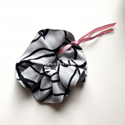 Scrunchie gumicka vzorovana vysnívané copiky