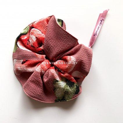 kvetovaná scrunchies