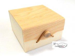 Dřevěná krabička 8 x 8 x 4,8 cm na gumičku