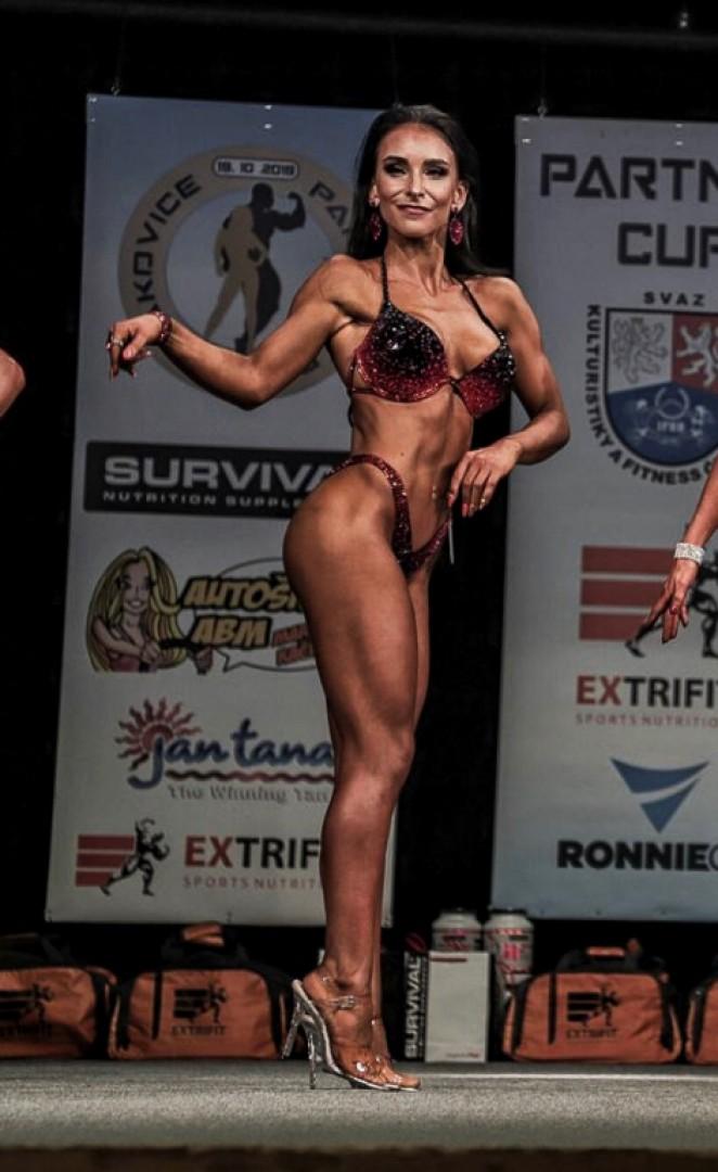 Anežka Pekárková, IFBB Bikini fitness – Ženskost a ladnost vprojevu ženy na pódiu, hrají nesmírnou roli.
