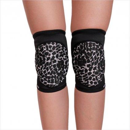Knee pads, Wild
