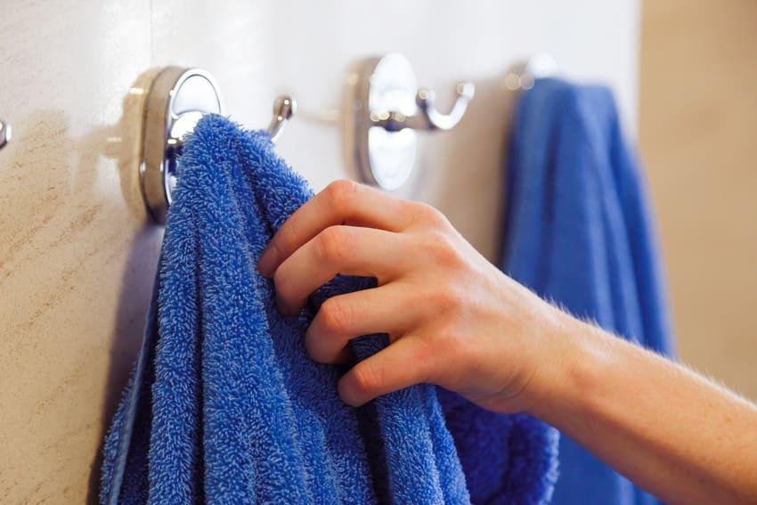 Proměna koupelny: Využijte doplňky bez vrtání
