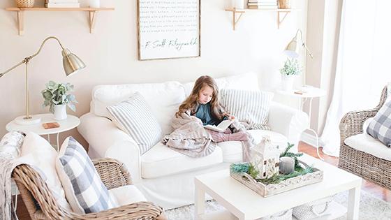 5 tipov, ako opticky zväčšiť malú obývačku