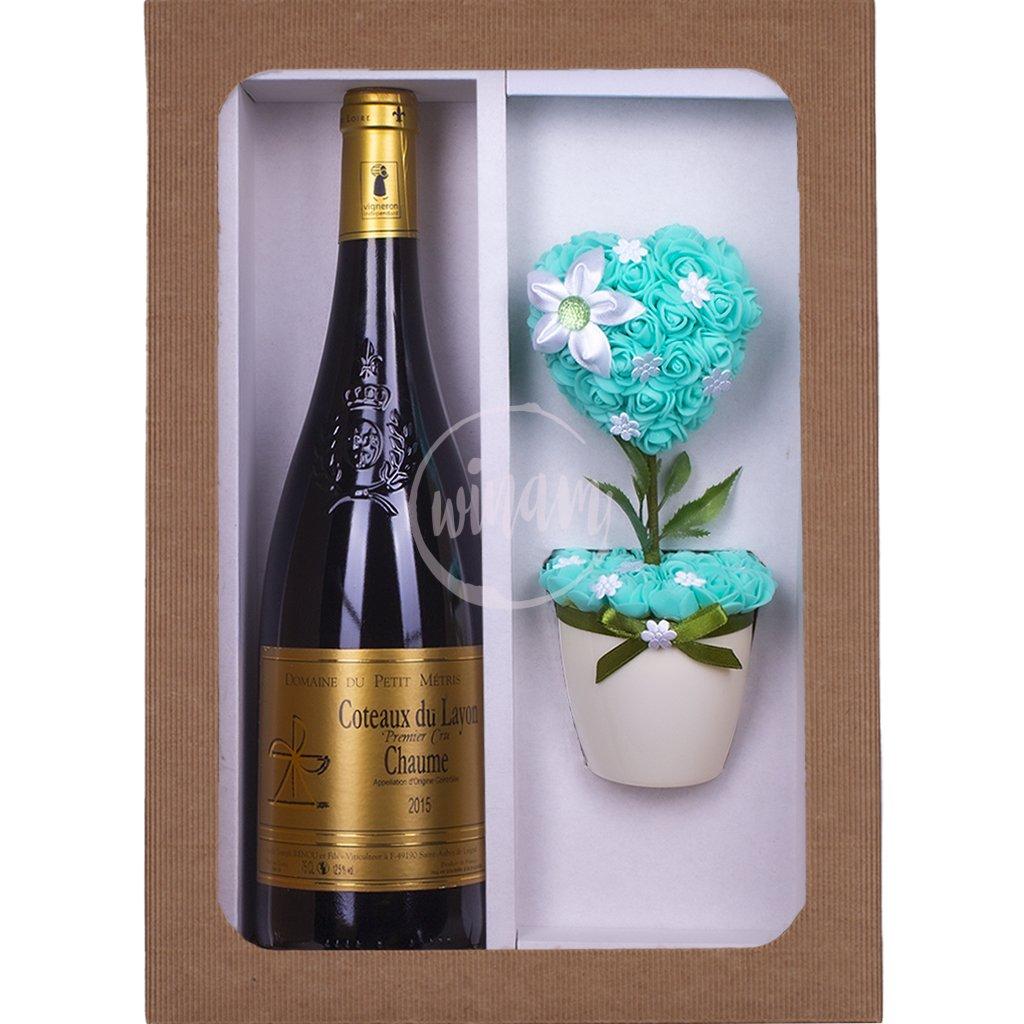 Sladké víno s kytičkou jako dárek