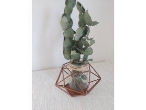 Železná konstrukce s vázou