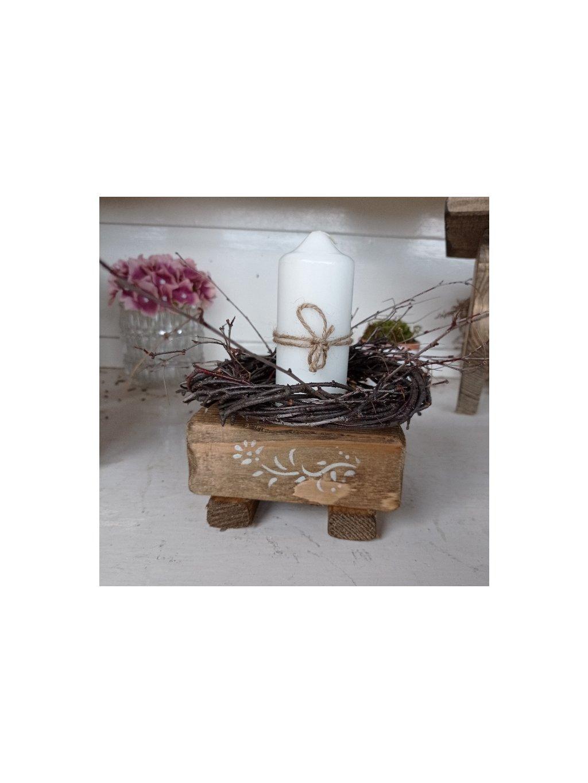 Svietnik s ornamentom