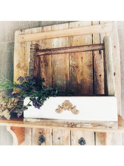 Debnička s dreveným ornamentom