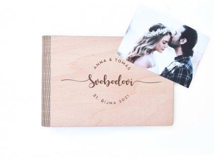 Wooden moment - dřevěné svatební album na fotky s textovým věnečkem