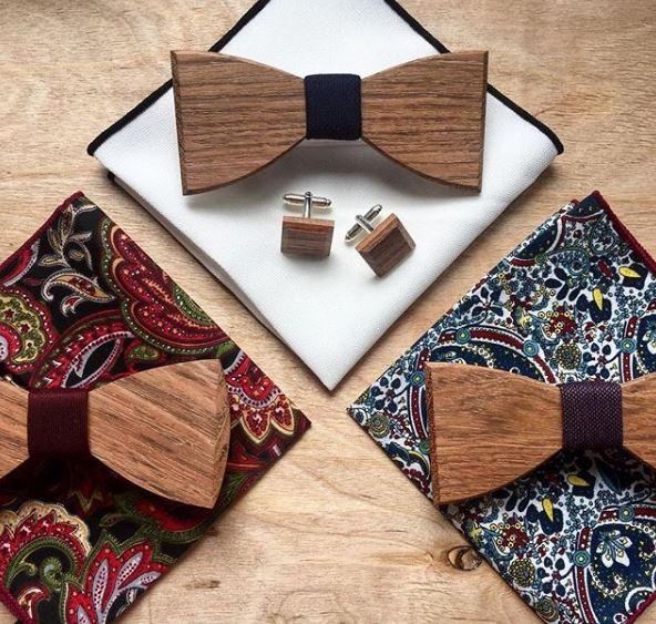 Dřevěné motýlky s knoflíčky a kapesníkem