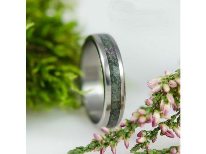 Jedinečný kovový prstýnek