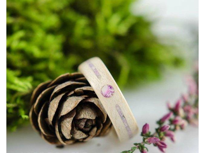 Zásnubní dřevěný prsten