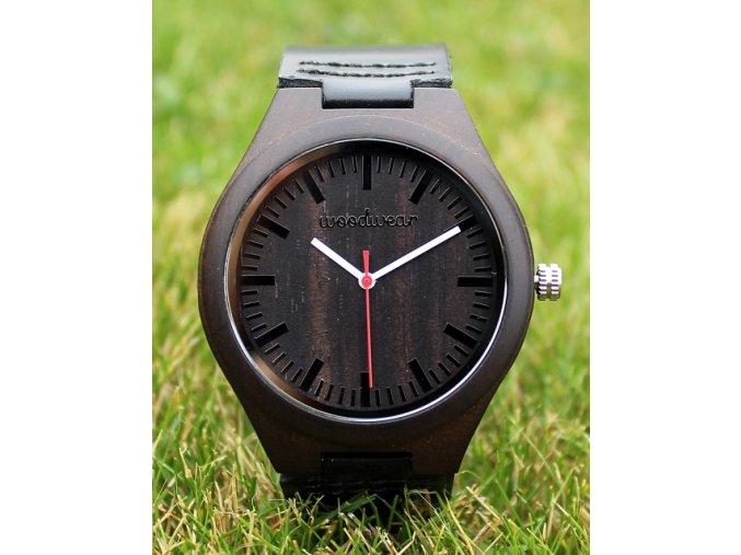 Dřevěné hodinky s koženým páskem