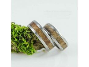 Kousek sekvoje v prstýnku