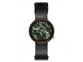 Černé mramorové hodinky ze dřeva