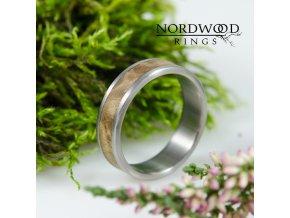Jedinečný titanovo-dřevěný prsten