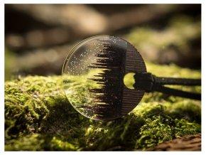 Dřevěné přívěsky s miniaturními světy