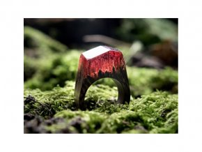 Červený prstýnek