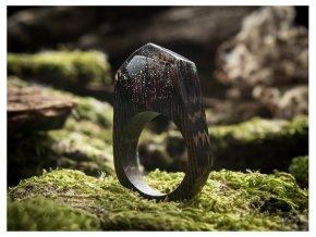 Průsvitný dřevěný prstýnek