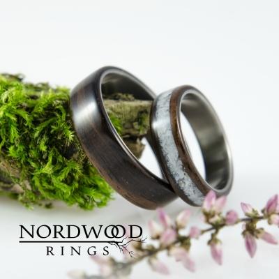 Nordwood Rings Snubní prstýnky TITANIUM & EBONY & PEARL TT27