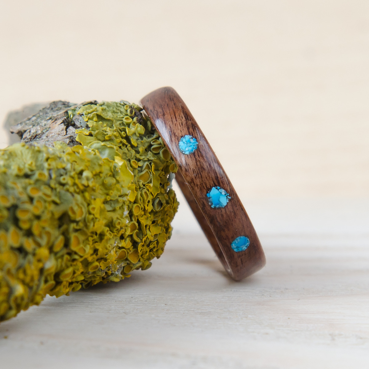 Nordwood Rings Dřevěný prstýnek ROSEWOOD HOWLITE DOTS NWR 36