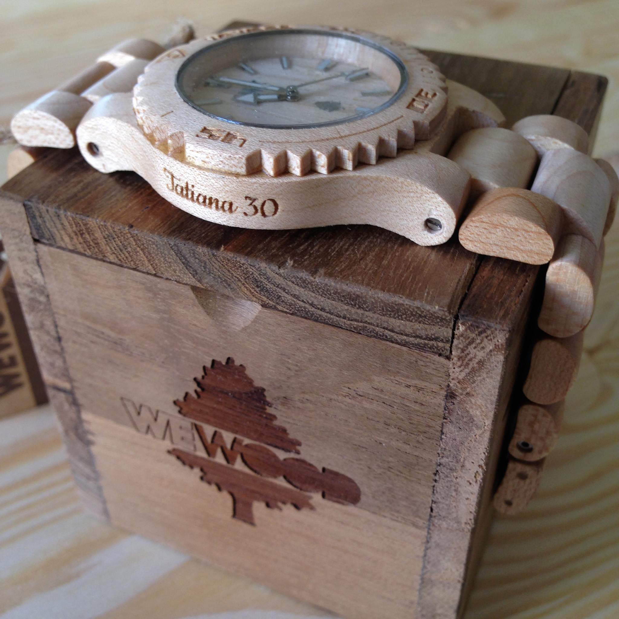 Ukázka gravírování na dřevěné hodinky WeWood