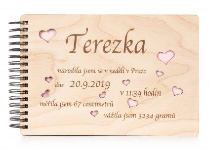 Dřevěné dětské fotoalbum HOLČIČKA