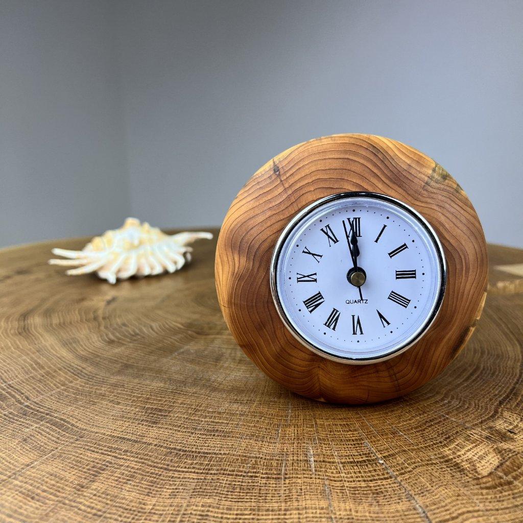 Dřevěné stolní hodiny Sasha