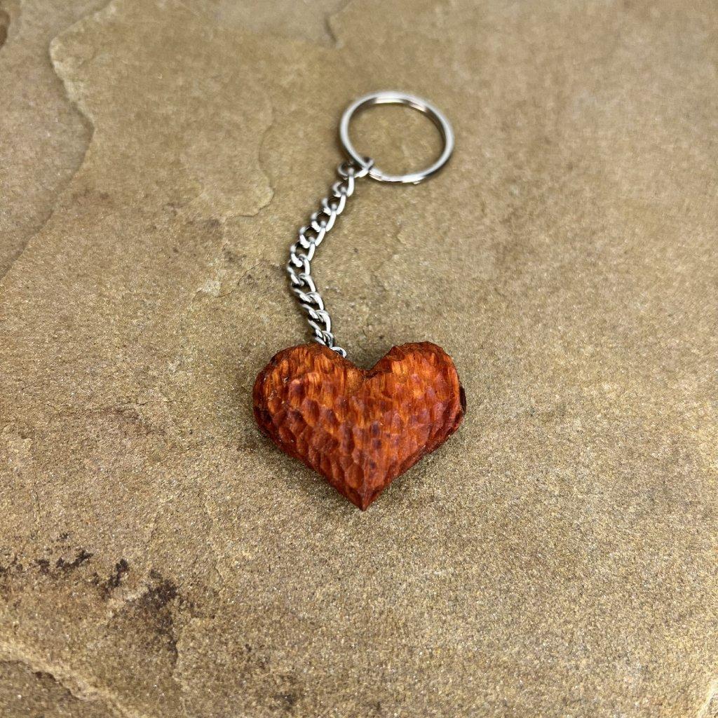 Dřevěná klíčenka Heart