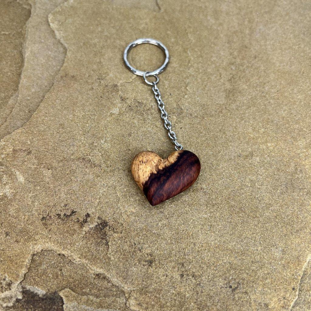 Dřevěná klíčenka Miki