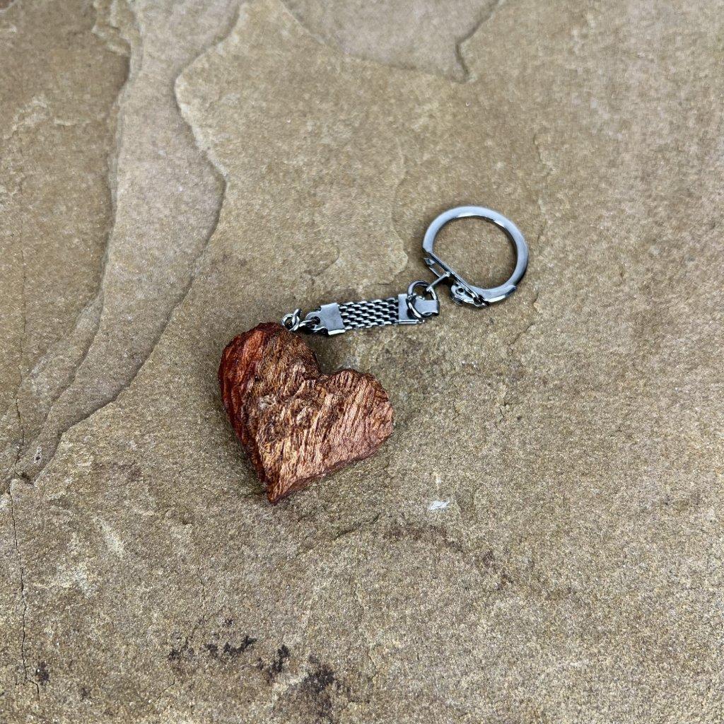 Dřevěná klíčenka Broken