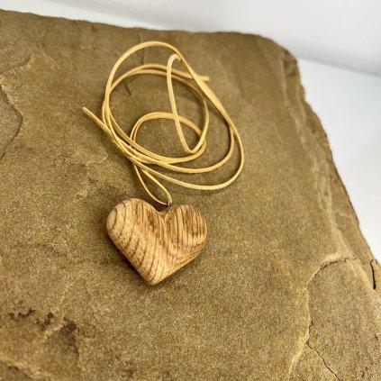 Dřevěný přívěšek na krk Flower