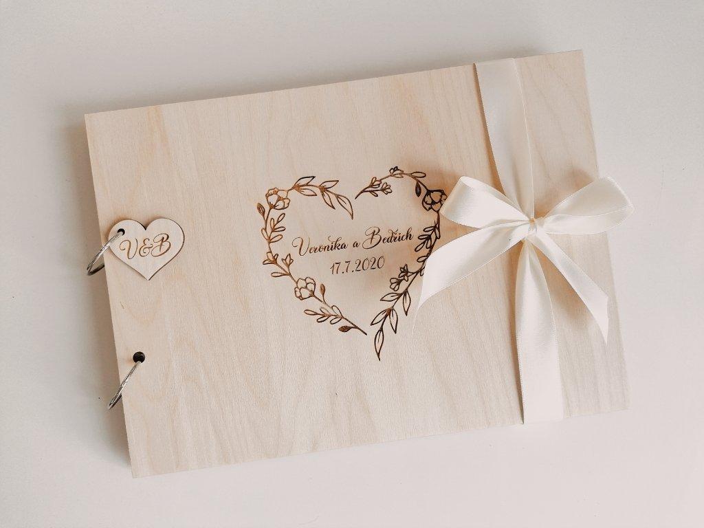 Dřevěná svatební kniha - Flower heart