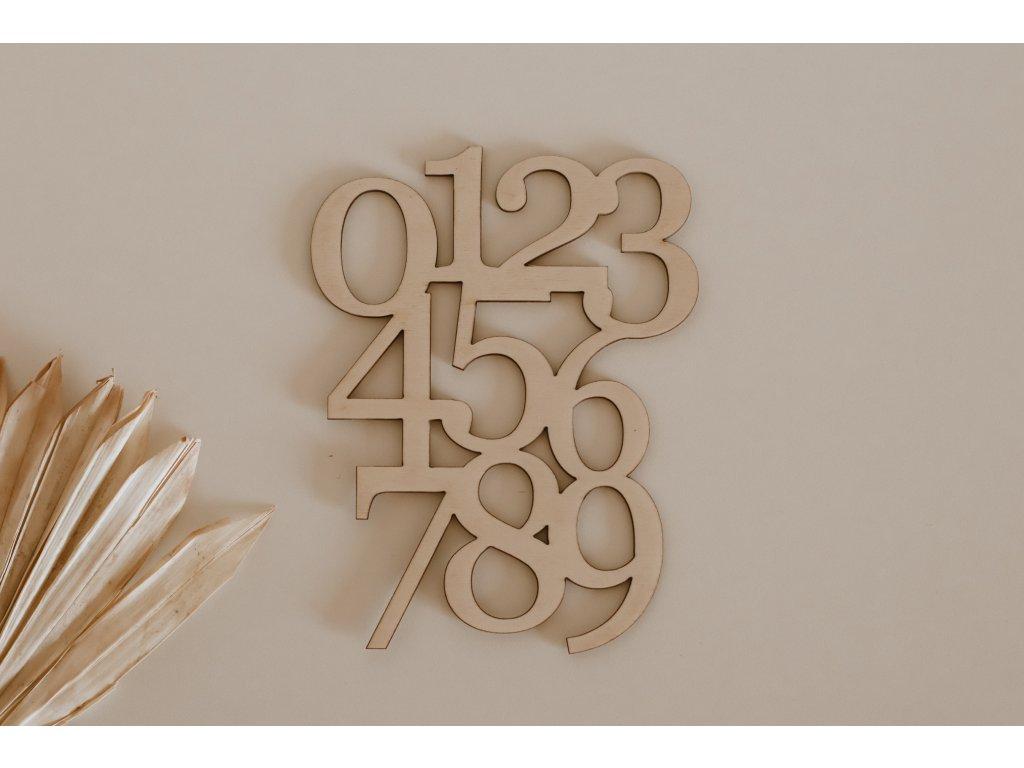 Dřevěná dekorace s čísly