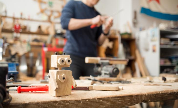 Dřevěný robot DIY