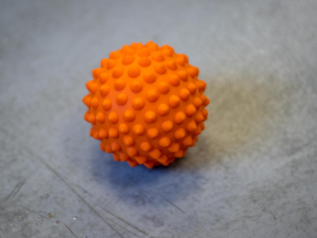 SPIKY BALL masážní míček s trny na masáž svalů a rehabilitaci