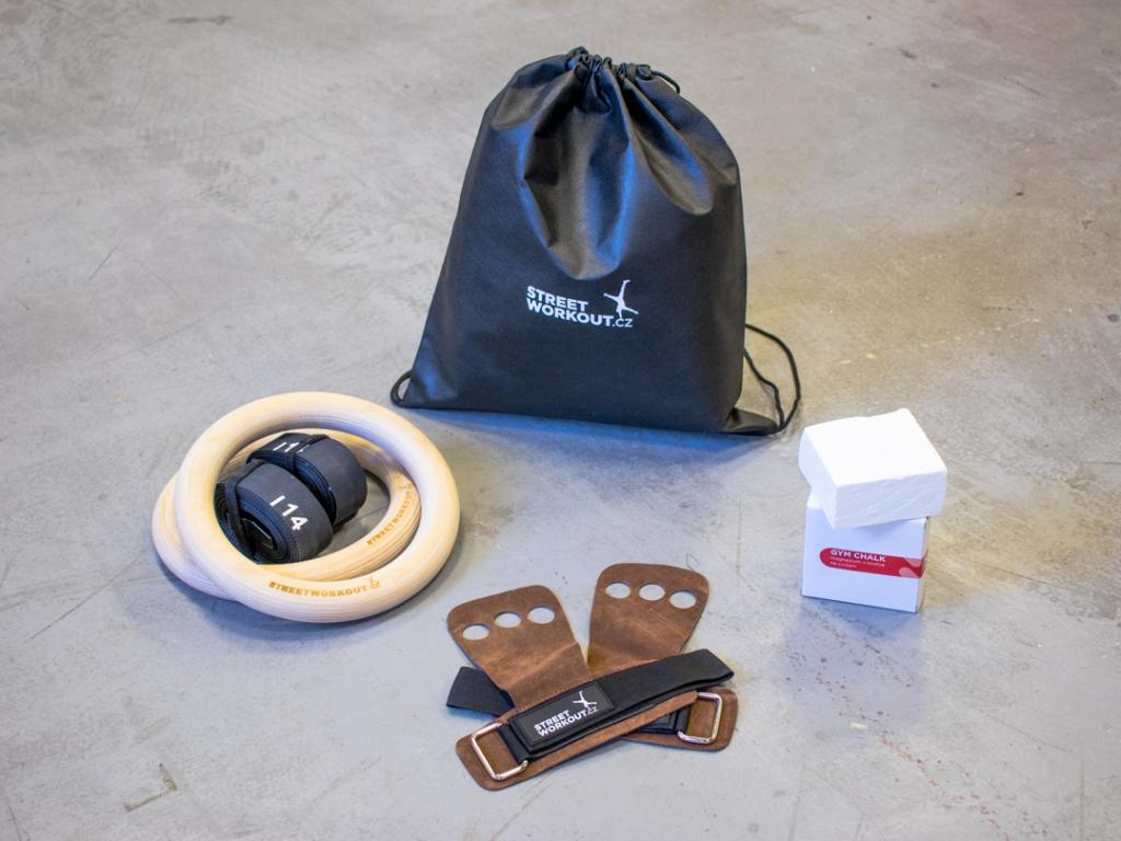 Balíček se dřevěnými gymnastickými kruhy GYM RING THICK ti nabízí vše potřebné, když se chceš vrhnout na pořádný trénink na kruzích.