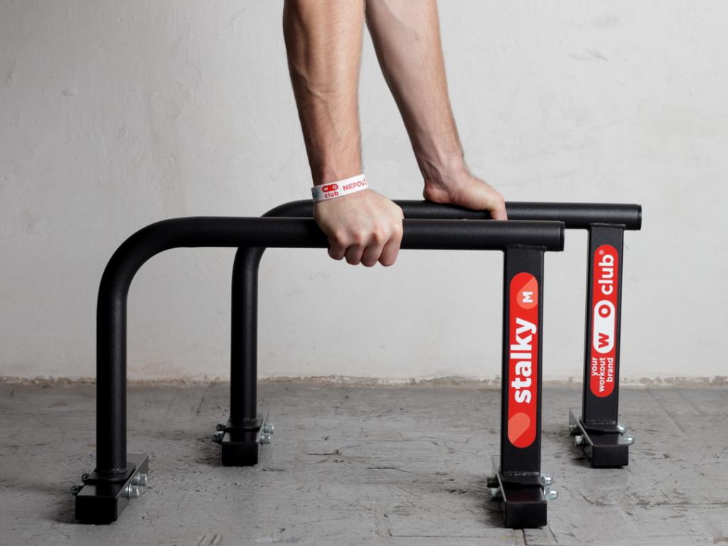 Střední kovové stálky české výroby WOCLUB STALKY M. Ideální pro crossfit a funkční trénink, HSPU, kliky, stojky, planche. Známe jako paralety, parallettes, mini bradla, nízké bradla, gymnastické bradýlka.