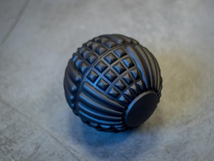 Velký gumový masážní míček GRID BALL