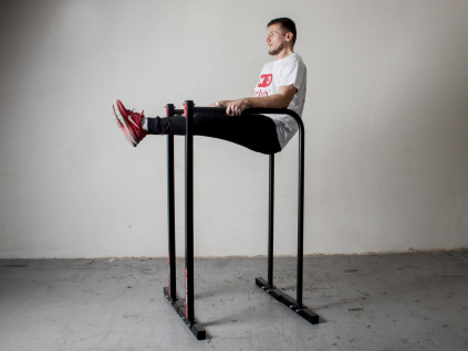 Přenosné bradla jsou základ pro posilování vlastní vahou. Parallel bars pro trénink tricepsových kliků (dipy), planche, L-sit, V-sit a dalších cviků na kalisteniku a street workout.