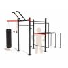 Plně vybavené venkovní workoutové hřiště SQUARE FULL na zahradu. Workout kostka obsahuje všechny potřebné prvky pro cvičení s vlastním tělem - hrazdy, bradla, multibar, ring holder, a další prvky.