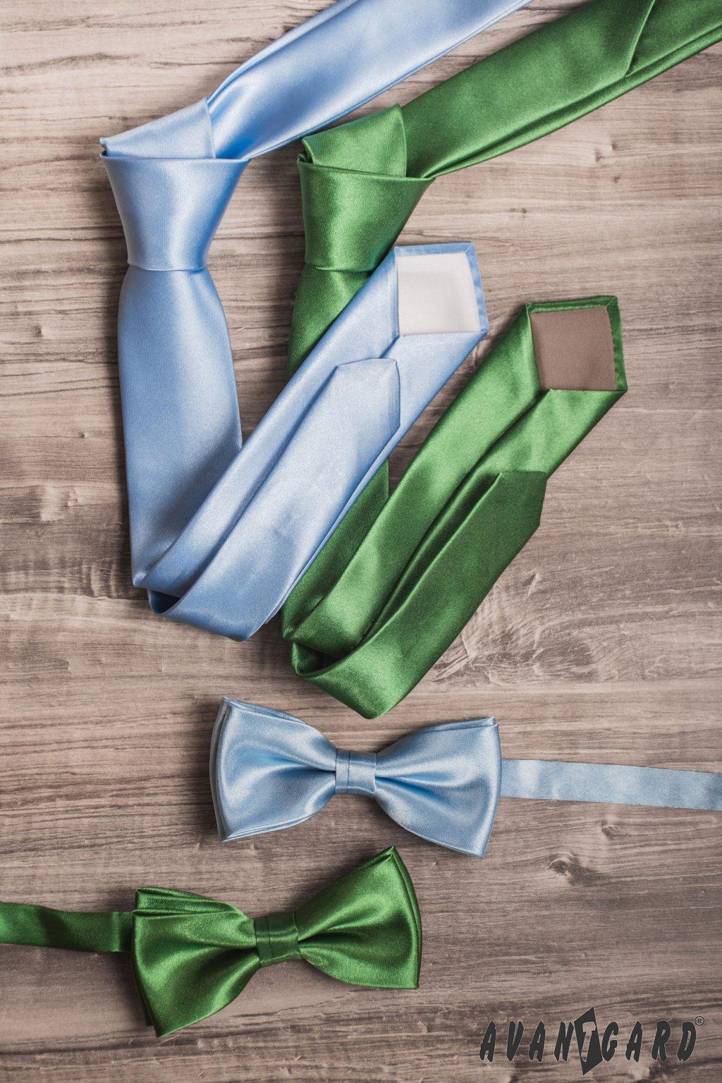Světle modrá kravata s jemným leskem