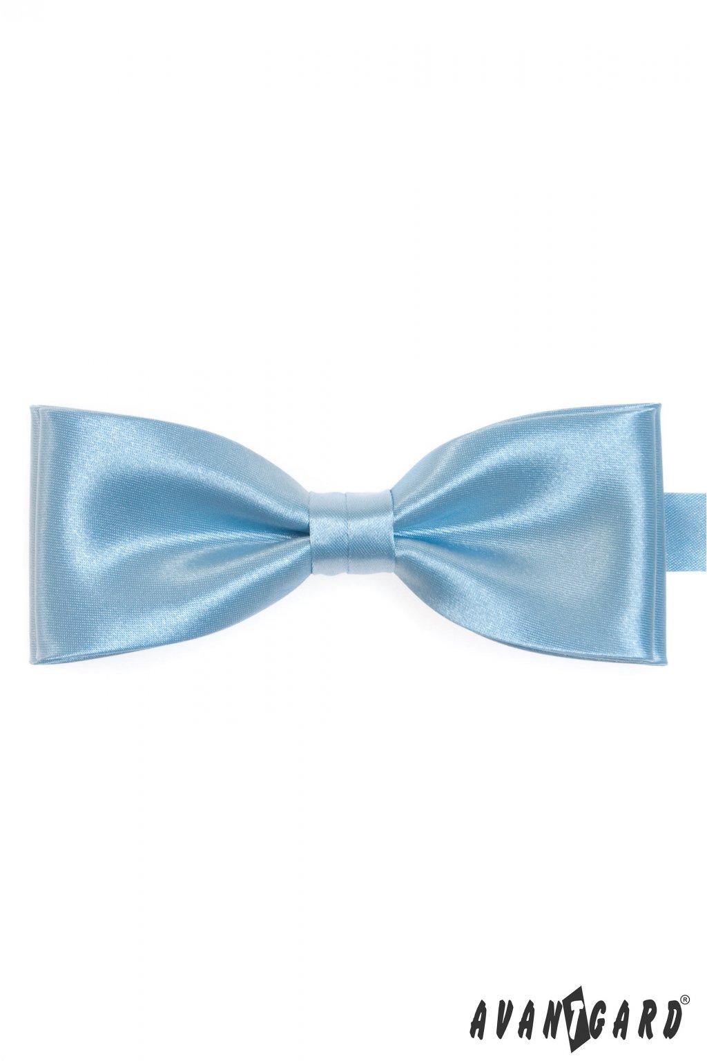 Lesklý světle modrý motýlek + stejný kapesníček